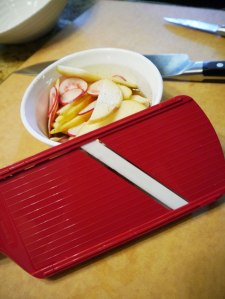 Sliced-radish-and-apple